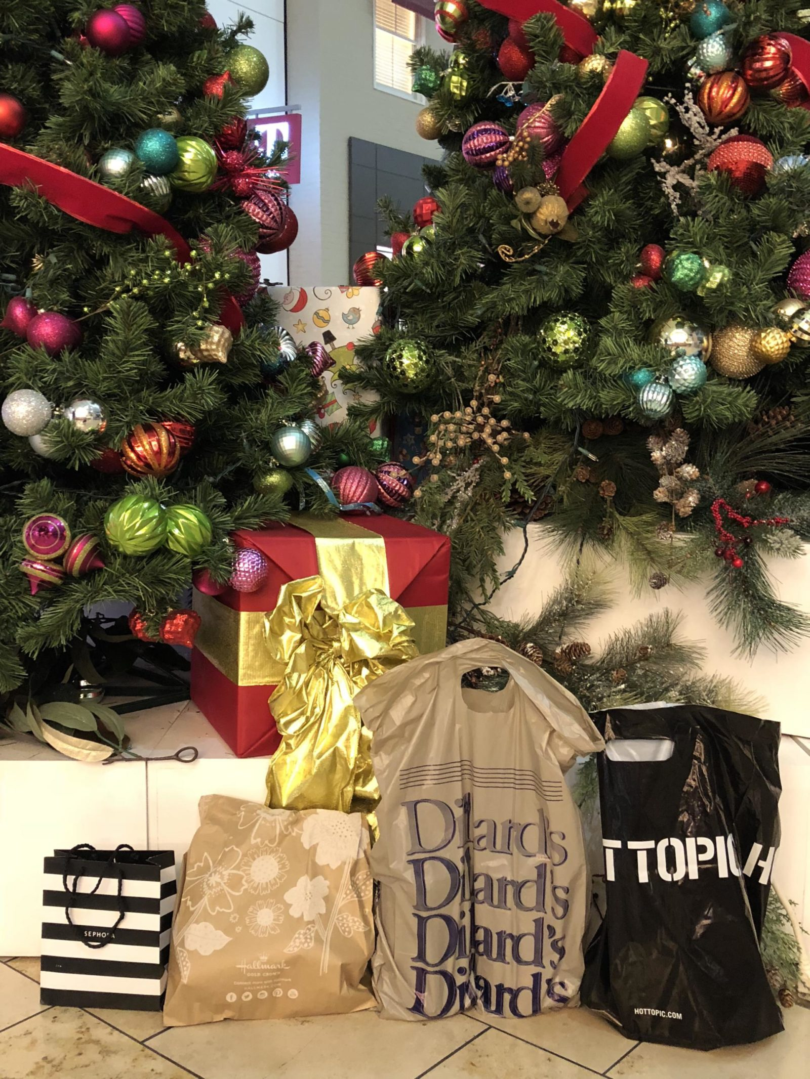 Last-Minute Christmas Shopping + $100 Westfield Giveaway